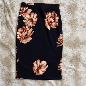 🚨 5/$25 ......Floral Midi Skirt